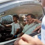 . @ArvindKejriwal moving towards kissan rally in Mathura...#FarmersWithAAP http://t.co/lbaMR9iovG