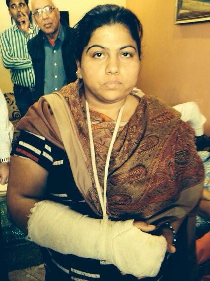 Anarchist Aadmi Party lady volunteer assaulted BJP patriot's lathi with her hand. PROOF  http://t.co/3Lhwq6Dg2Y