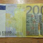 Gardai in Galway City are investigating the circulation of forged €200 notes. Business owners asked to be vigilant. http://t.co/hZeE0BwYzg