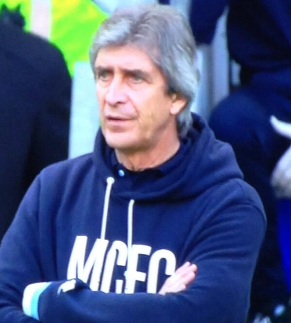 BiTEQ0nIEAApMto Nice of you to get all dressed up! Man City boss Manuel Pellegrini is wearing a scruffy hoodie at FA Cup quarter final