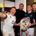 RT @EnglandRugby: .@rioferdy5 & @carras16 stopped by the @EnglandRugby changing room to congratulate the team, Hartley grabbed a selfie http://t.co/KCPlNyJrR1
