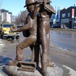 "RT @TheStarPhoenix: City is replacing well known ""Buskers"" statue at corner of Broadway and 10th St. http://t.co/RIER901wz9 #spnews #yxe http://t.co/uKSoWC6rin"