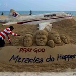 RT @KelabSiberJohor: RT @AFP: Indian sand artist Sudersan Pattnaik works on a sand sculpture for missing Malaysian Airlines flight MH370 http://t.co/OoxiRSqJC2