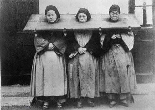 Tres mujeres culpadas de brujería. China, 1922.