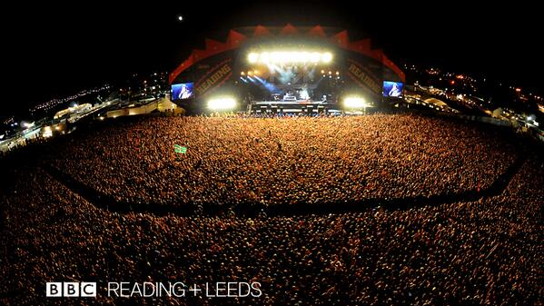 What a treat we're in for. @blink182 pulled in a bit of a crowd last time @OfficialRandL http://t.co/aD6gbl6hDb http://t.co/uEFjMGOI8a