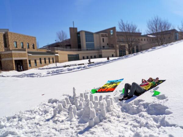 52º on campus in March... beach weather in the quad! #wiwx http://t.co/8YBuzHQvjR