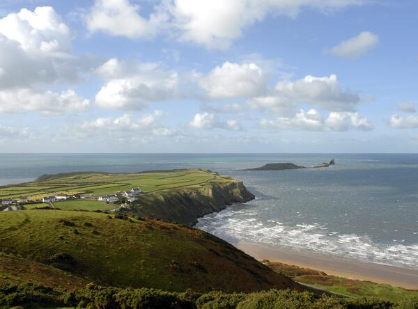 Congrats to @VisitSwanseaBay officially home to the UK's #1 beach, Rhossili Bay #TravellersChoice http://t.co/GicGOU5e8x