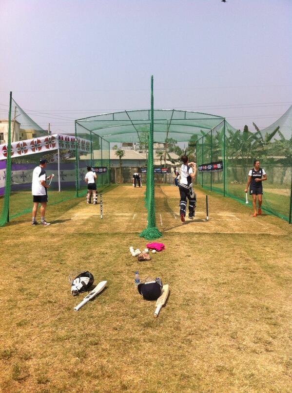 Pre match hit for @Lottie2323 and @Heatherknight55 Play gets underway v Pakistan Women in a T20 warmup in 60mins http://t.co/TnNOaDGmYA