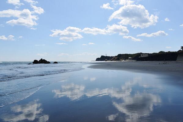 3月11日の薄磯。風が強くて空撮は断念でしたが、大変美しい海と空です。 http://t.co/eYlmdQrVbQ