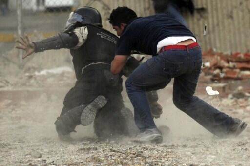 via @sglbernardo:   Esto sucede cuando un PNB sin arma se enfrenta a un Estudiante. (Hoy en Altamira) http://t.co/OJ2Lx4KX3w #Tachira