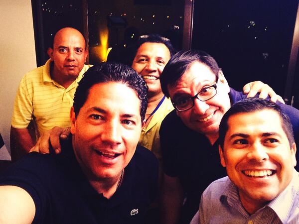 Este es el equipo en #ElSalvador q hizo posible la cobertura de la segunda vuelta electoral.Gracias El Salvador! #RT http://t.co/Dy6NlXzsqB