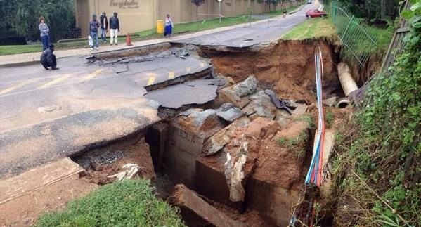 This is Coleraine road in Joburg. Please don't drive on it http://t.co/QKXhix02du