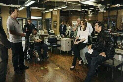 "Aaah, the good ol days. ""@Dandelion_9: Do you remember this stage??? @webstervictor @NathanFillion @Stana_Katic Bts http://t.co/MMmMSuebAE"""