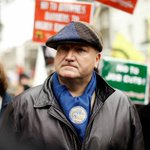 BREAKING NEWS: RMT union boss Bob Crow dies aged 52 http://t.co/e8sokzrb9V #bobcrow http://t.co/fJP4il5qBb