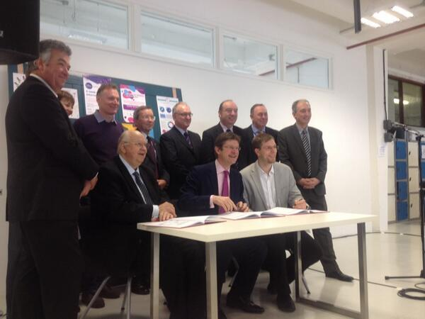 It's OFFICIAL!!! The #CityDeal has been signed! Expecting great things for New England Quarter, #Brighton :-)  http://t.co/qrCNGd2m2r