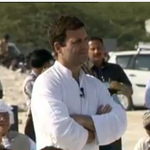 Rahul Gandhi interacting with Salt pan workers in Surendranagar, Gujarat #KattarSochNahiYuvaJosh http://t.co/p9o2QK2eMJ