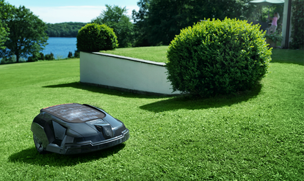 Robot lawnmower. We are living in the future. http://t.co/VIgregF67A http://t.co/TCf4YI3jbd