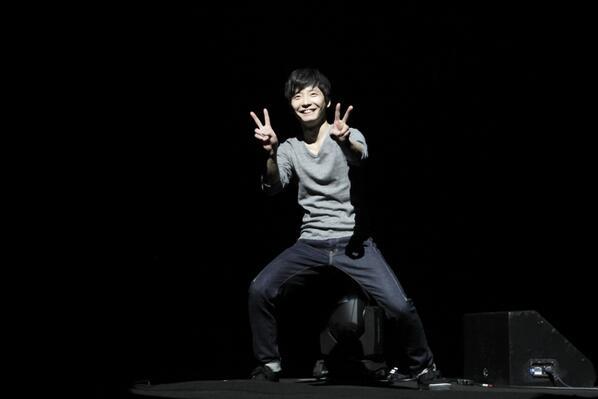 """源君のツアー""""星野源の復活アアアアア!""""大阪2日目無事終了しました!うーん、本日も最高でした…初日とまた違った勢いというか、公演毎に色んな変化をしていくライブになりそうで次の名古屋も楽しみです!ご来場の皆様ありがとうございました! http://t.co/x6xq5s6CXT"""