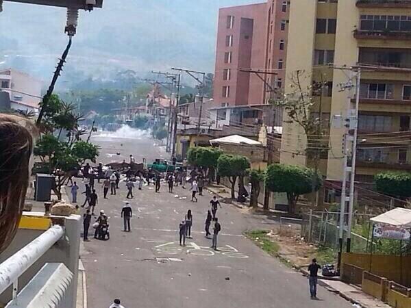 Traffic TACHIRA (@trafficTACHIRA): via @andresmorillo90: Llegando a camino real la GNB arremetiendo     http://t.co/hlB4fyivVi #Tachira