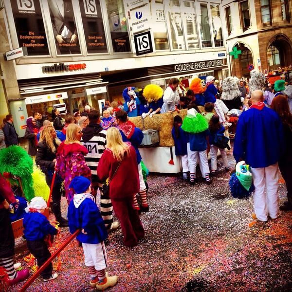 Bugün İsviçre sokağa döküldü çocuklar eğlensin diye... Bugün Türkiye sokağa döküldü, #BerkinElvanölümsüzdür diye... http://t.co/cCQ0uc5NSx