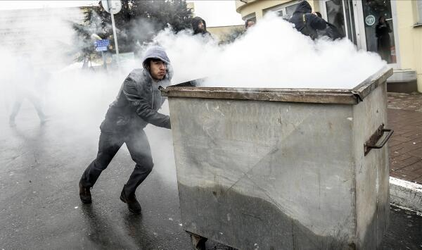 40 tragic pictures from #Turkey as clashes erupt after death of 15 y/o boy http://t.co/uNPhSPuntL http://t.co/OValdZoLDb via @HuffPostUKPol