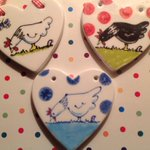 RT @sussexgpoultry: #chickenhour #competition follower 1000 gets @spotty_pig #chicken #ceramic #heart, make yourself known! http://t.co/mrW0OaZ50L