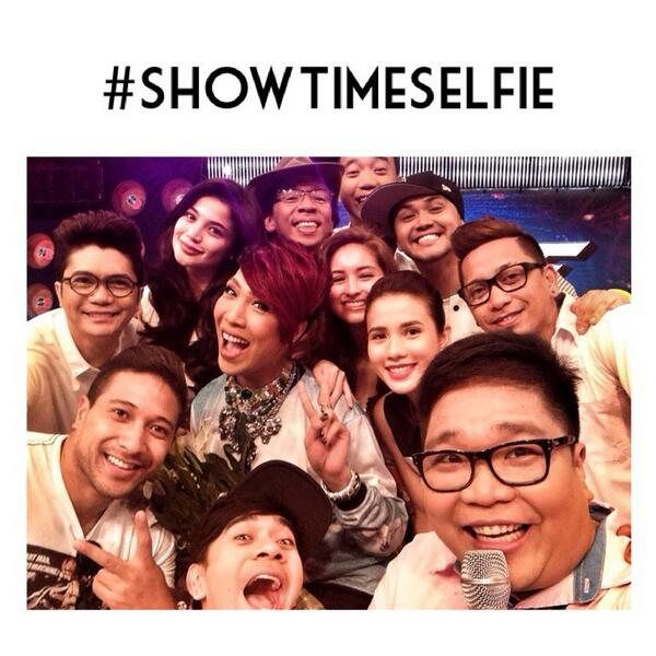 Here's a pic especially for all you Madlang Peeps! Much lava! #ShowtimeSelfie http://t.co/1S31i1KVE8