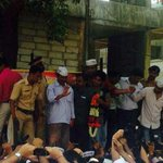"RT @AAP_tivists: ""@Shree_gawde: Ak boards local to Churchgate; welcomed at Andheri station http://t.co/DXQTHa0jUW http://t.co/ksfg57vuBE #KejriwalInMumbai """