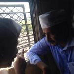 RT @AAPMaharashtra: .@ArvindKejriwal and .@mayankgandhi04 while travelling in Churchgate slow. #KejriwalInMumbai http://t.co/cqyfpZ2NLi