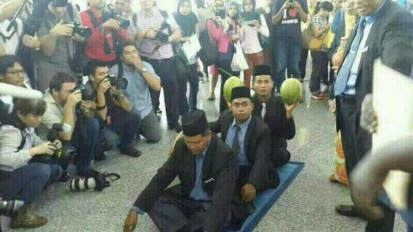 More bomoh(s) in town now #MH370 http://t.co/bvXISmHKuk