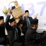 RT @PhilipGolingai: Bomoh uses magic carpet to find MH370 http://t.co/Ny6NSNGZhs http://t.co/Z7VCsfidLN
