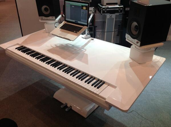 Every studio needs a Zaor KLAViDESK. What's not to like?! #musikmesse http://t.co/JhCm4SPTra