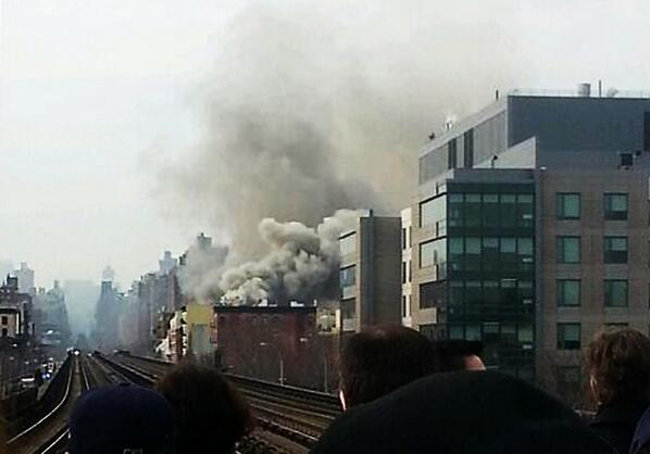 Explosion & building collapse in Harlem. Hoping all residents & FDNY personnel are safe & stay that way! http://t.co/dio0UXXSxA