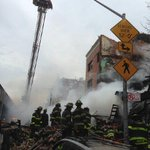 RT @mariaramirezNY: Los bomberos han elevado el nivel de alerta @FDNY: Now: #FDNY responding to 5-alarm fire and collapse in #Manhattan. http://t.co/zx8b0sj4nx""