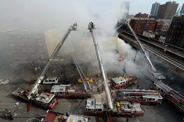 Thoughts & prayers with all impacted by the #EastHarlemExplosion Photo: Justin Lane/European Pressphoto Agency http://t.co/k7OYLD11Js