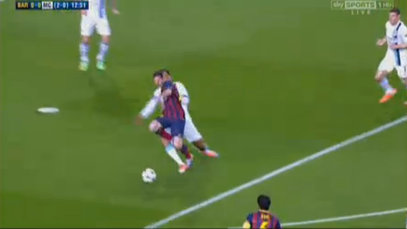 BijVcuNCAAABrC8 Penalty?! Lionel Messi was tripped by Joleon Lescott in the Man City box [Pictures]
