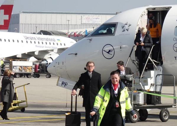 La ciudadana Fiscal General de la República llegó a Ginebra en primera clase para hablar de Derechos Humanos. http://t.co/NEaVfUJYeb