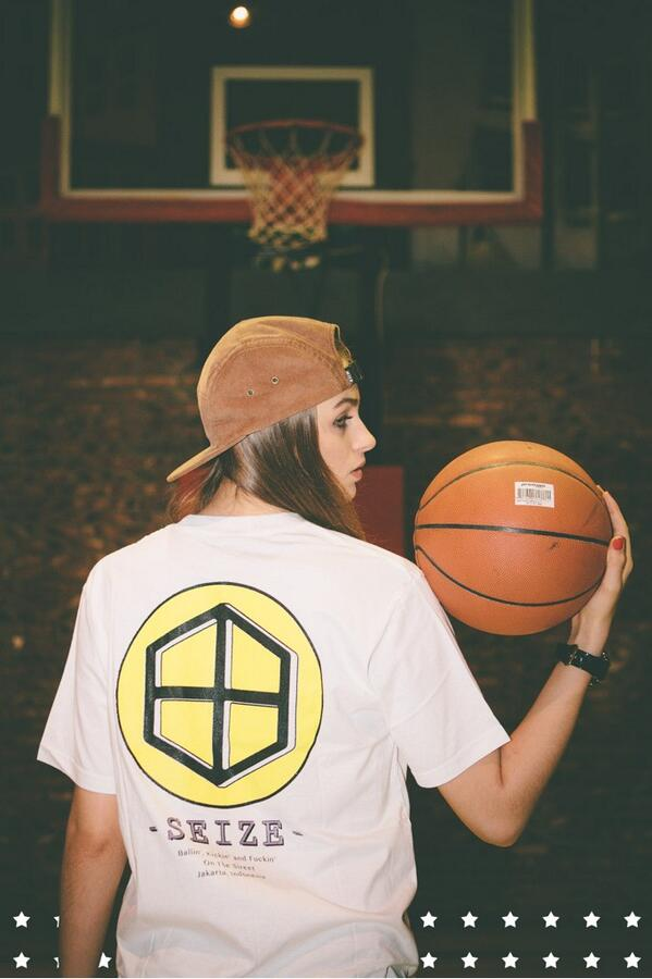 Lakers Tee Now Available at Our Store #seizejkt #streetwear http://t.co/CV2LBeVXJ8