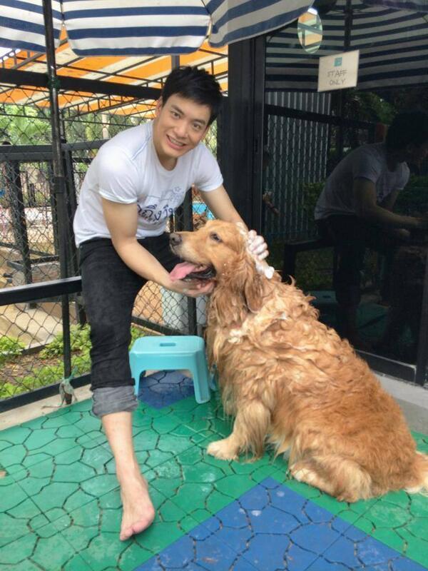 พนักงานใหม่ที่ Summer Dog Pool ^^ http://t.co/ecBuLnthDN