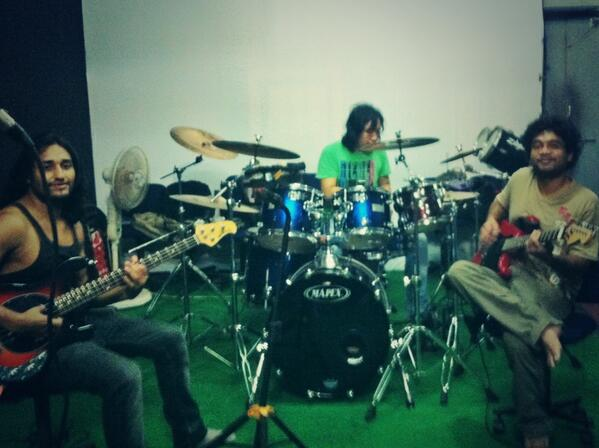 Right now, at Fossils rehearsal session http://t.co/EYhqgZcQsc