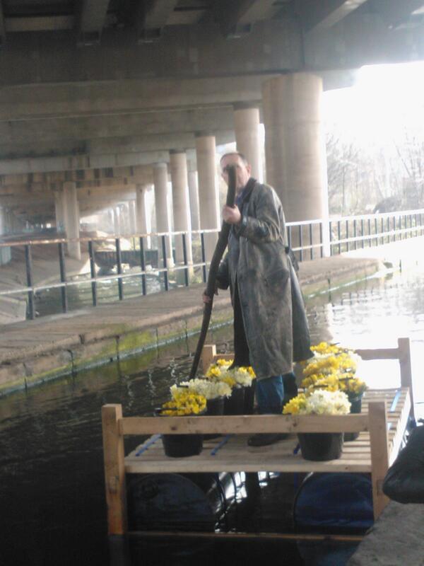 Bill Drummond arrives at Spaghetti Junction #penkilnburn http://t.co/Q5zCSBdUnF