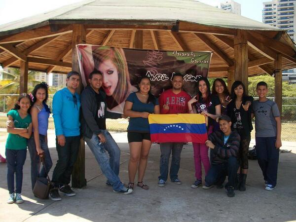 @AvrilLavigne Venezuela wants #TheAvrilLavigneTour Please RT  @MyFlawlessAvril  @AvrilLorg  @iHearttAvril http://t.co/otnSdnEybc