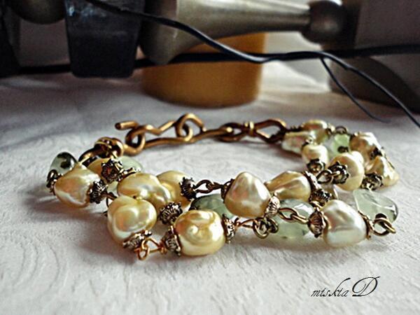 E⋆L⋆E⋆G⋆A⋆N⋆C⋆E  Yellow Baroque Pearl Bracelet   http://t.co/S17Da8adYo   #Jewelry #Handmade #Etsy http://t.co/SsWT5ANFMq
