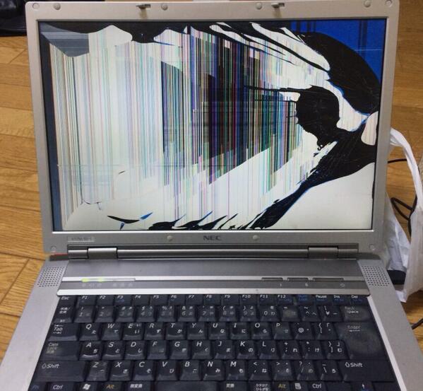 おかん「何かパソコン壊れたんやけどあんた直されへん? これ」 さすがに何もしてないのに壊れたとは言わないあたり安心した。直せません。 http://t.co/FQP34SXUqt