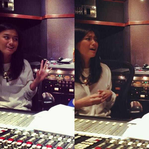 AGNEZ MO in the studio today. http://t.co/SJUItUEdq6