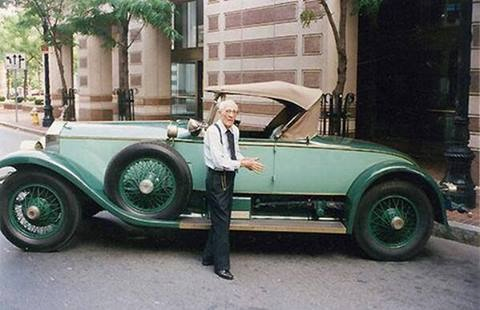 This 102 year old man has driven the same Rolls Royce for 82 years. A 1928 Rolls Royce! http://t.co/gX7ah7am0w