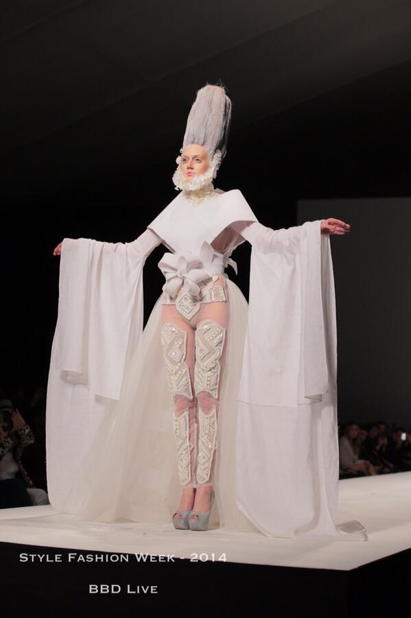 Live on the Runway! @furneone #stylefw #fashion #lafw #stylefwla http://t.co/E5WeM7pbWj