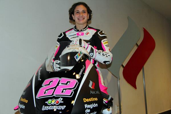 Presentación de la piloto de Moto 3 Ana Carrasco en el Circuito Ascari ¡suerte y muchos éxitos! @AnaCarrasco_22 http://t.co/RUgNAFxW5v
