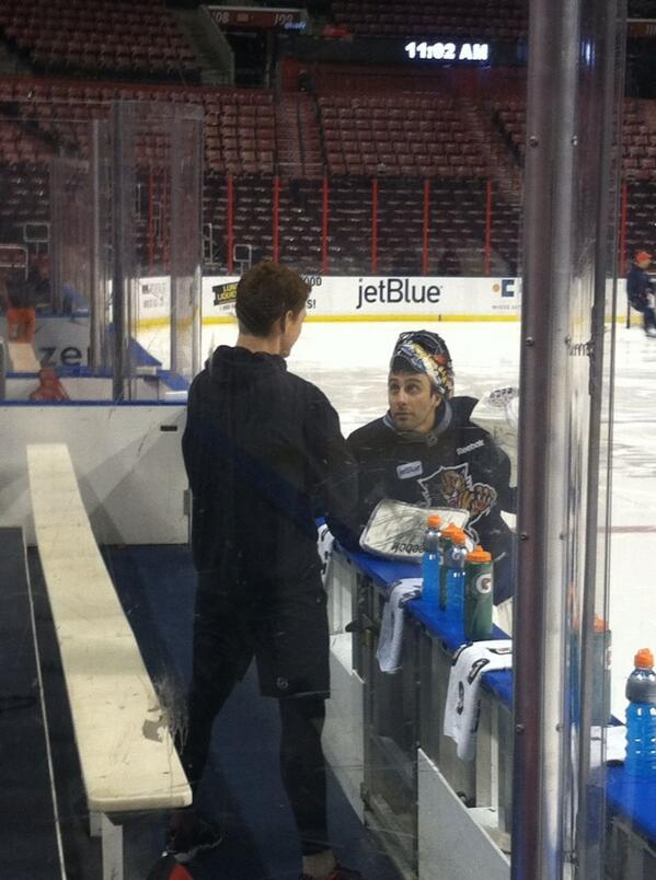 Cory Schneider chats with former Canucks teammate Roberto Luongo in Florida this morning. http://t.co/tencnQUNx0