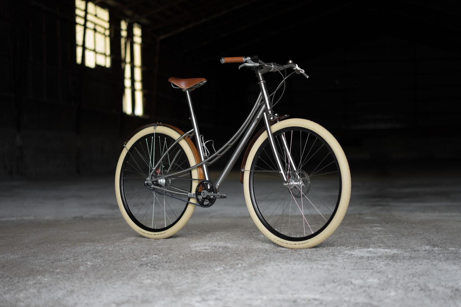 Hello Honey! A beautiful Ti Model No.5 with wooden fenders & honey leather accents. #beautifulbicycle http://t.co/WhmCnA4Ear